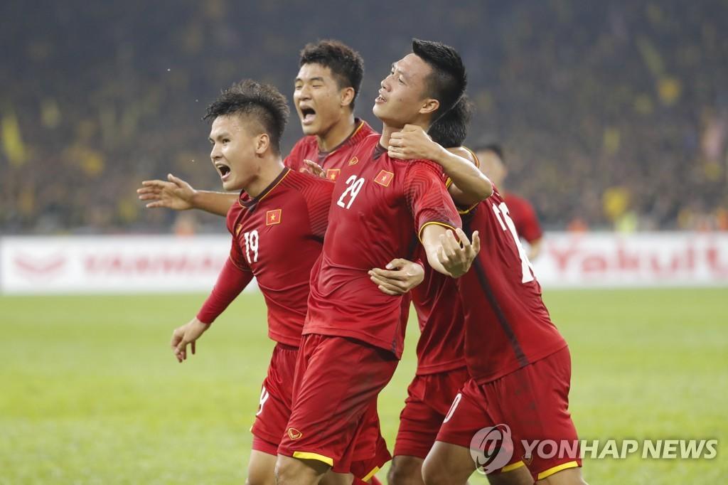 '박항서 매직' 베트남, 스즈키컵 결승 1차전서 2-2 무승부