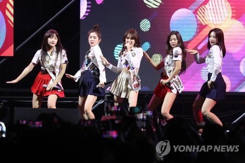 """""""2018 최고, 노래는 레드벨벳-음반은 방탄소년단""""···빌보드"""