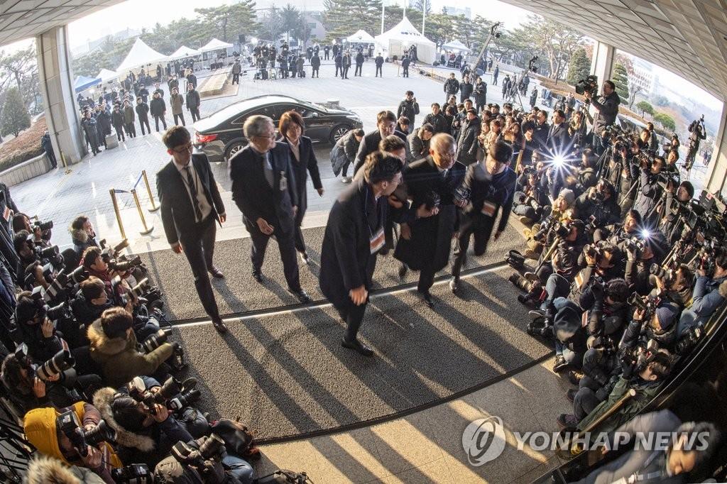 양승태 전 대법원장, 검찰 출석