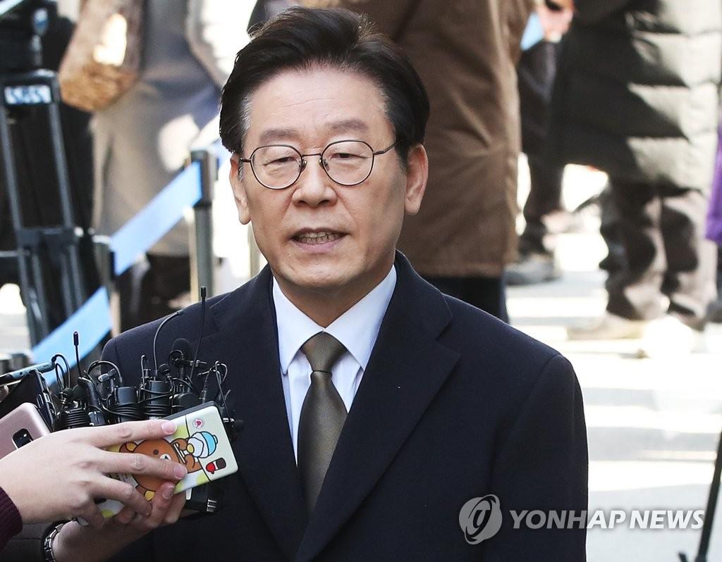 이재명-검찰, '친형 강제입원' 첫 공판 4시간 공방
