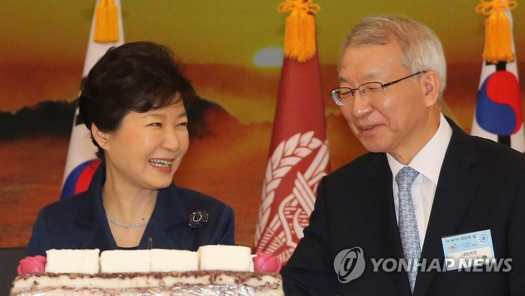 박근혜 전 대통령(왼쪽)과 양승태 전 대법원장 [연합뉴스 자료사진]