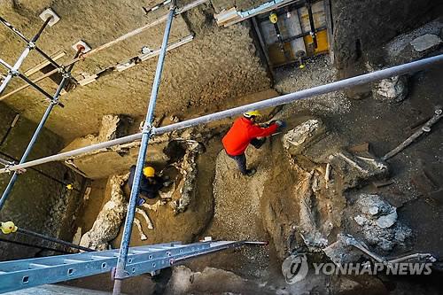 2천년 전 손길 '그대로'…폼페이 유적서 또 '생생' 벽화 발굴