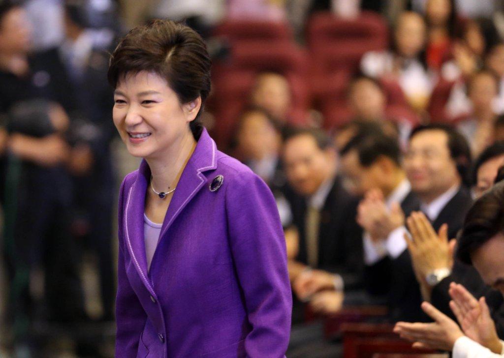 중국 칭화대 연단에 오르는 박근혜 전 대통령 [연합뉴스 자료사진]