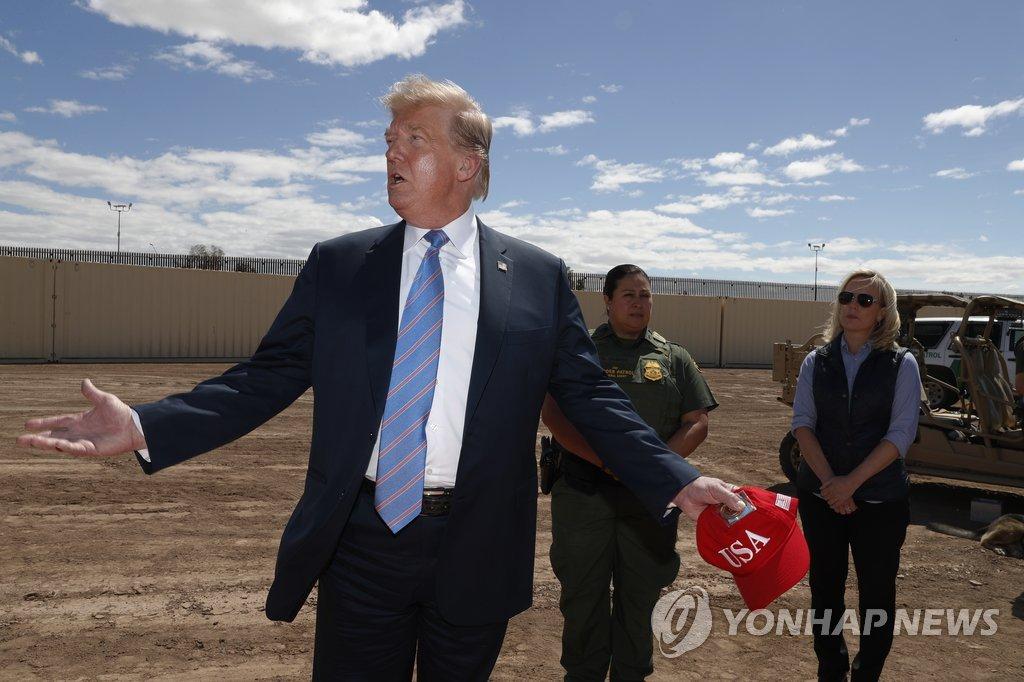 지난달 캘리포니아주 국경 장벽 방문한 트럼프 대통령