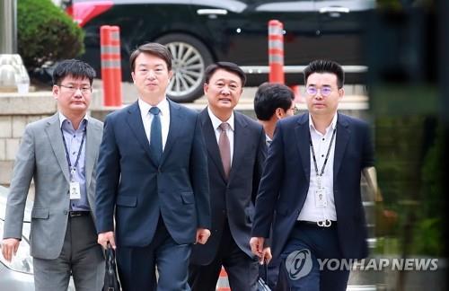 영장심사 출석하는 강신명-이철성 전 경찰청장