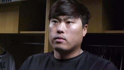 아쉽게 10승 놓친 뒤 인터뷰하는 류현진