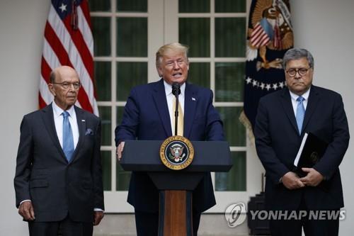 윌버 로스 상무장관과 트럼프 대통령, 윌리엄 바 법무장관