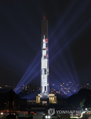 """트럼프 """"달이어 화성도""""… '달착륙 50년' 아폴로11호 우주인 초청"""