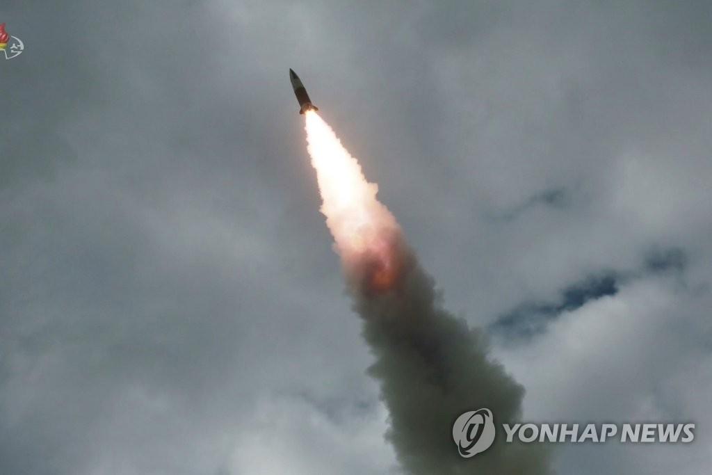 지난 16일 발사된 북한판 에이태킴스 추정 미사일