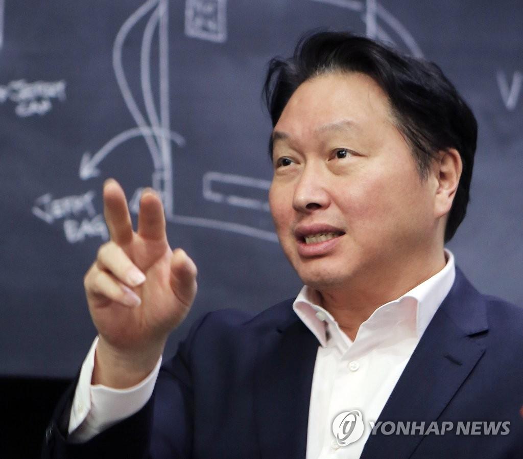 """상의 회장 단독 추대된 최태원 """"국가경제 위해 고민하겠다"""""""